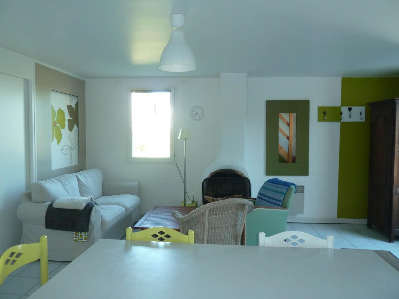 maison keroyan est meubl louer belle le en mer. Black Bedroom Furniture Sets. Home Design Ideas